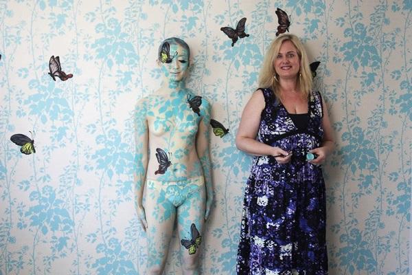 Emma Hack與人體彩繪模特兒
