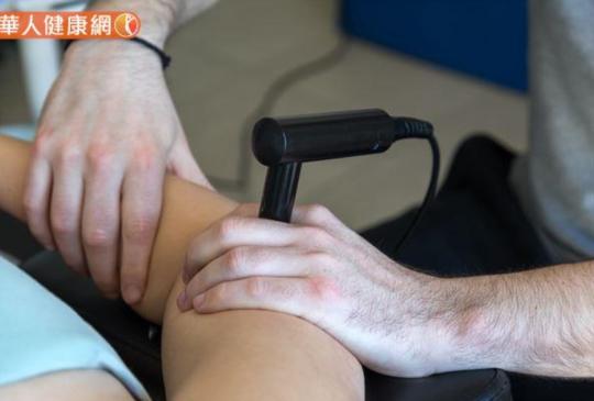 按摩槍大熱,解肌肉痠痛靠它?專家呼籲輕忽4大NG事項,恐越用越糟