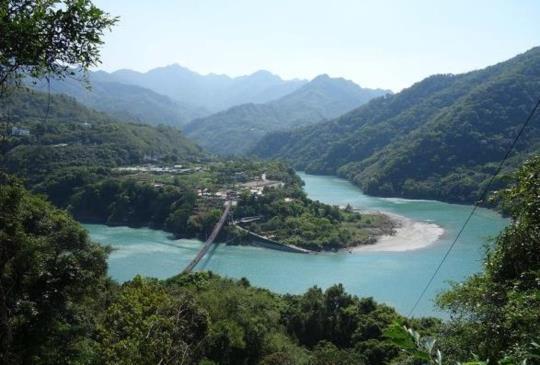 【桃園】人氣新景點「新溪口吊橋」- 青山綠水,健行好地方