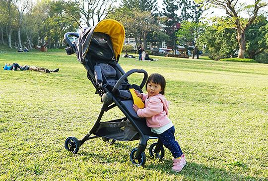 【選車新5大重點】自動煞停、電子輔助安全系統...Combi Aurastar高科技嬰兒推車來了!