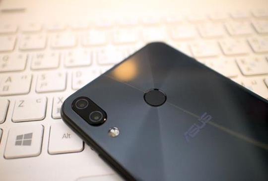 AI 讓效能、拍照物超所值,華碩中階款奇兵 Zenfone 5 開箱實測