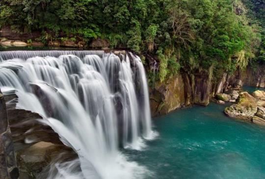 探訪台灣絕美瀑布,炎熱夏天就是要涼爽玩水去!
