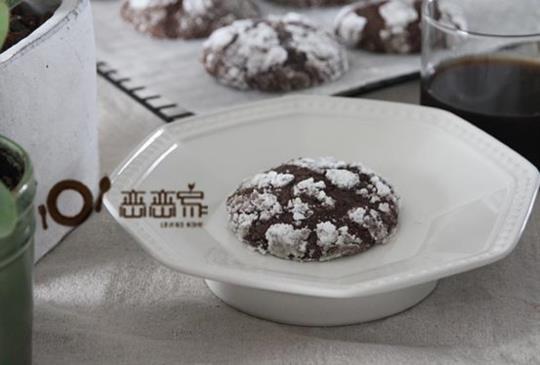 影音食譜:美式巧克力裂紋軟餅乾~餅乾外酥, 內部軟中帶Q