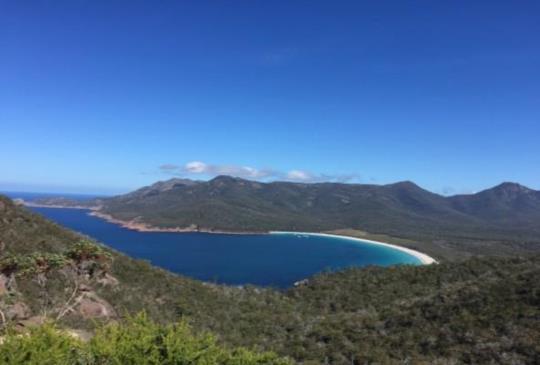 【澳洲.塔斯馬尼亞】酒杯灣裡飲一杯淒美的湛藍