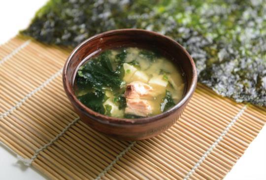 【鮭魚味噌湯:營養長壽、預防失智】