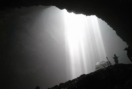 【印尼日惹】中岜朗天坑(Goa Jomblang) 沐浴天光