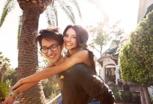 【男人用身上的七種肢體語言 對妳傳達出「愛妳」的訊息!】