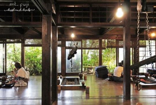 富士山下!到百年茅葺屋享傳統端爐燒:山麓園 Sanrokuen