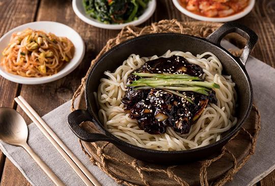 【豆府餐飲集團】黑色情人節必吃!韓系炸醬麵竟然只要29元!