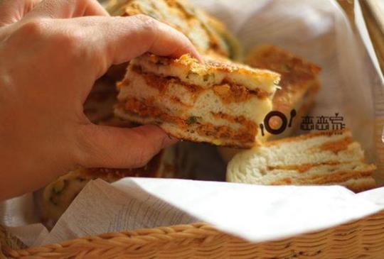 免發酵、免揉出薄膜、免烤箱的鍋煎麵包:蔥花肉鬆麵包