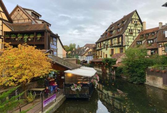 【法國】漫遊科爾馬童話小鎮,走入霍爾的移動城堡的真實世界