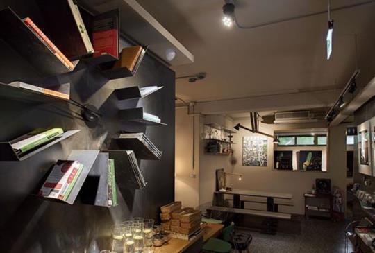 全球最美的書店 進入閱讀的奇幻旅程–伊聖詩私房書櫃