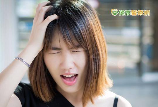 壓力熬夜睡眠不足 小心惹上「前庭性偏頭痛」