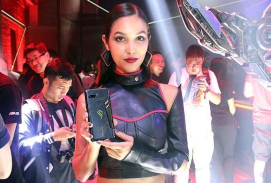 華碩正式發表旗下首款電競手機 ROG Phone 及周邊配件
