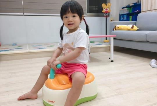 【戒尿布神器】日本Combi三段式便器來了! 寶寶最愛的小馬桶!