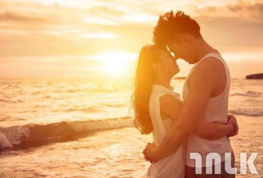 關於愛情的4個選擇題:別總是想著計較誰愛誰多,彼此才會快樂。