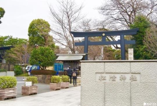 2,000日圓以内可以享受的小散策。到「松陰神社通商店街」邊走邊吃吧!