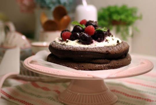 試了7次配方才定案:無泡打粉的夏日糖漬櫻桃巧克力蛋糕(影音食譜)