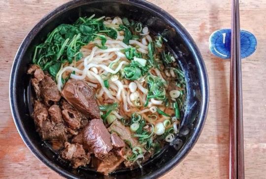 【隱藏巷弄間的美味 淡江大學生與老饕最愛的紅燒羊肉拉麵】