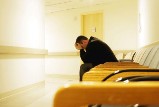 「最後一刻,我讓父母急救插管……」諮商心理師 艾彼:放下悔恨,有時我們的選擇不多