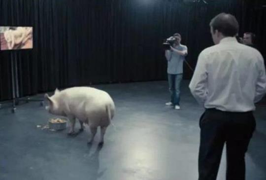 《Black Mirror:黑鏡》影集推薦--探索人性的自私〈國歌〉