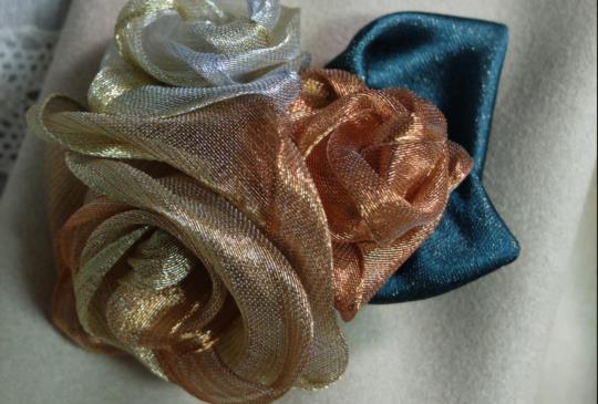 【復古金屬緞帶玫瑰胸針】