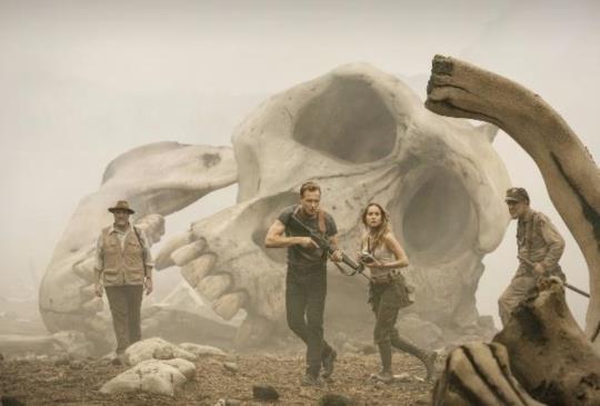 【新聞】《金剛:骷髏島》湯姆希德斯頓深入荒島 巨大金剛展現驚人破壞力