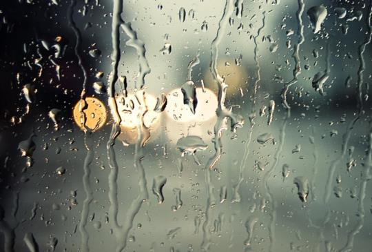 【雨下整夜 我的愛溢出就像雨水~雨季的浪漫:超適合雨天看的3部電影】