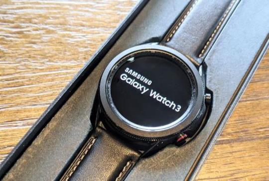 滿足玩支付、健身及生理偵測等多功能需求,智慧手錶Samsung Galaxy Watch3開箱動手玩