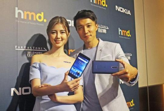 搭載前後蔡司鏡頭、首見「一鍵雙拍」功能,旗艦級 Nokia 8 台灣 10/1 開賣