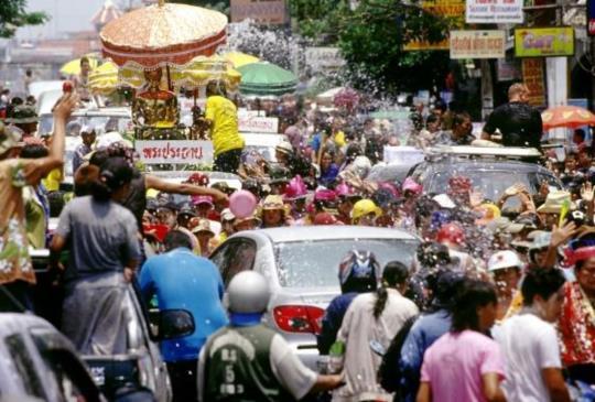 來泰國過潑水節要怎麼玩?七大城市傳統節慶同步展開