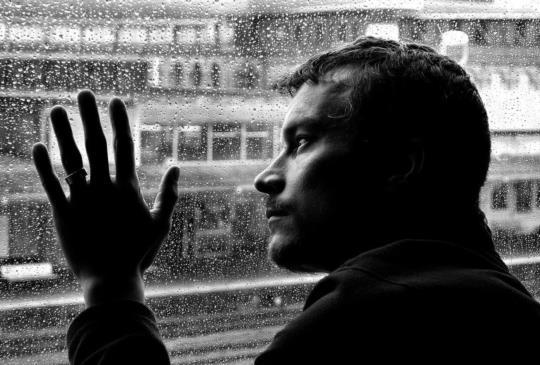 在苛刻愛情裡的委屈,是自己固執造就了寂寞