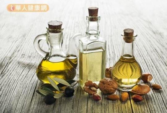 【預防失智「油」道理!椰子油、橄欖油、苦茶油,最該選的是?】