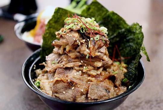 日本巨無霸燒肉丼【牛角次男坊】2號店台北101「玫瑰火山丼」限定登場