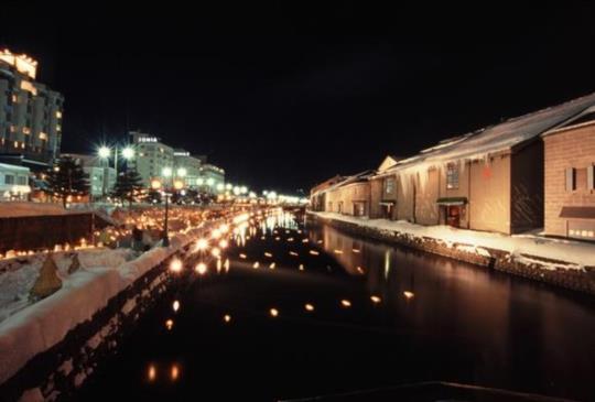 燭光在雪中漫舞~北海道冬天最浪漫的活動「小樽雪燈之路」