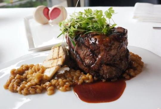【亞歷山大牛排餐廳】行政主廚  James Brownsmith 牛排與愛情的美味關係