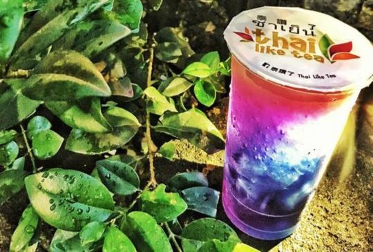 炎炎夏日來杯繽紛如極光的漸層冰飲吧!全台「蝶豆花」飲料店大蒐羅!