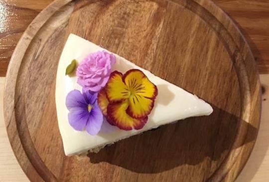 【咖啡廳系列】大推欣賞乾燥花&吃輕食的地點~儲房咖啡館