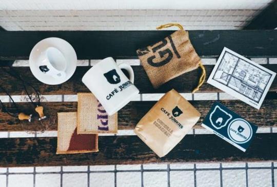 木質地X小破爛X環保概念質感咖啡廳-Cafe Junkies