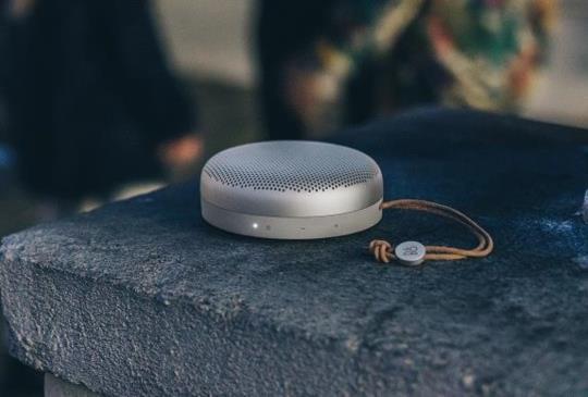 B&O PLAY 推出可攜式體積輕巧的 BeoPlay A1 藍牙喇叭