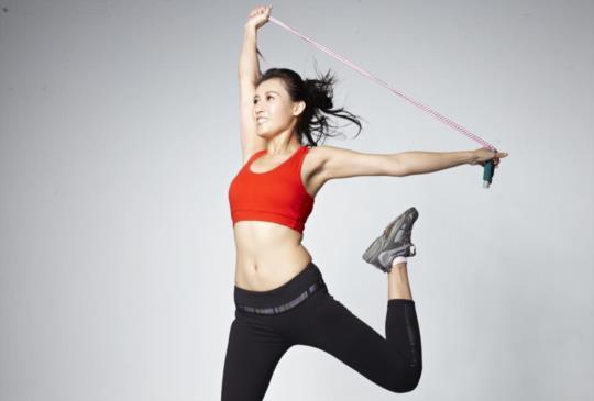 【驚人燃脂跳繩減肥操:1個動作,腰腹臀腿全瘦到,跳出瘦子體質!】