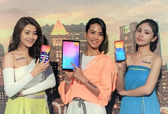 三星發表 A 系列手機及平板、運動手環新品,但焦點在可翻轉鏡頭的 Galaxy A80