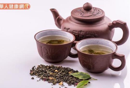 飯後一杯茶,消脂、解油膩?綠茶VS普洱茶大不同,喝對才有幫助