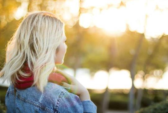 【當你在一段關係裡開始受委屈,從此就遠離了愛情。聰明女人不犯這2個愛情錯誤!】