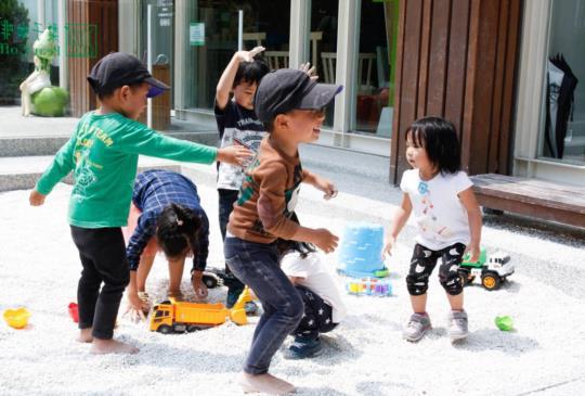 【遛小孩景點特搜】小朋友最愛的沙池來了!8大沙坑親子餐廳 室內沙坑不怕日曬雨淋