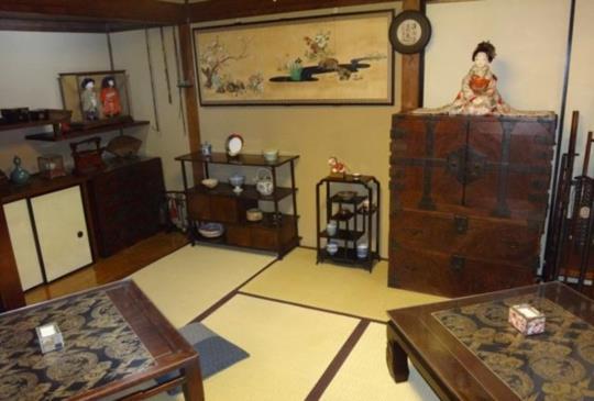 【古香古色的日本房屋。自由之丘一家古民家茶坊「古桑庵」】
