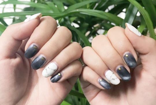 【指尖上的藝術!大理石紋、手繪圖...時尚又激美的6種光療美甲!】
