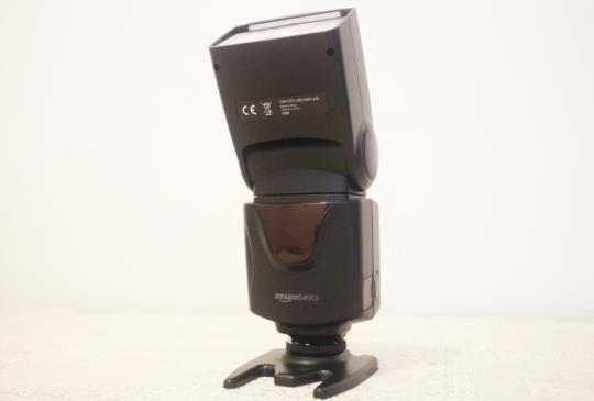 亞馬遜自有品牌外接閃光燈「Amazon Basics VT560」開箱測試
