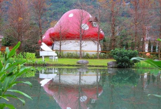 【花蓮 花見幸福蘑菇屋民宿 全世界最萌的可愛驚奇景點 造訪藍色小精靈的夢幻村落】