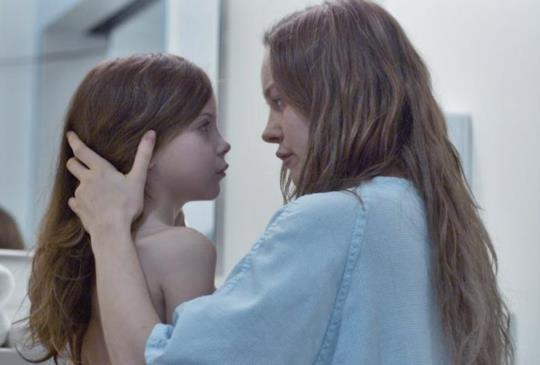 人性、母性及親情的細膩演繹! 《不存在的房間》布麗拉森強勢問鼎奧斯卡最佳女主角